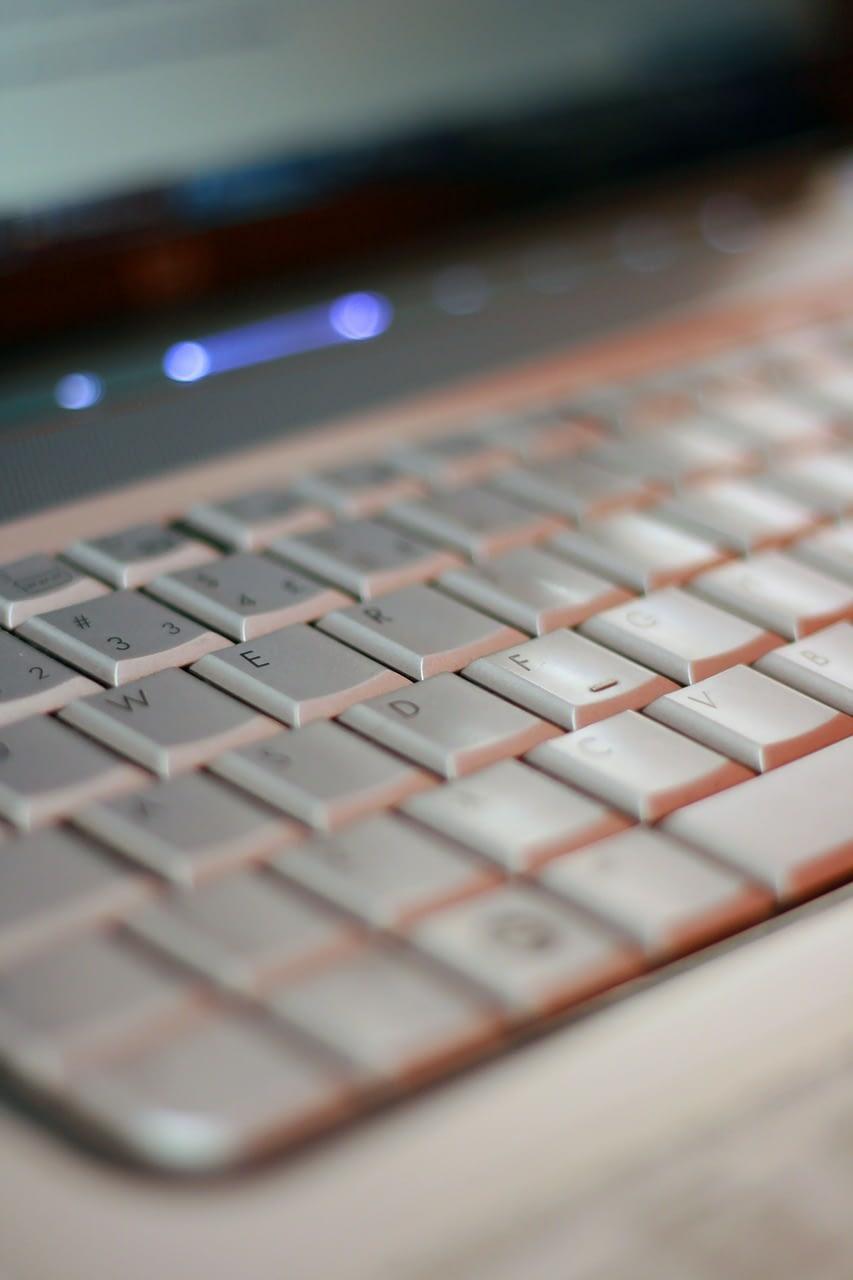 ordinateur site web neris